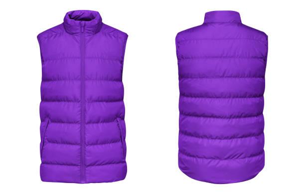 空白のテンプレート紫色のダウン ジャケット解凍され、前線にノースリーブのチョッキ、白い背景で隔離の背面します。あなたのデザインのモックアップ紫冬スポーツ ベスト - ダウンジャケット ストックフォトと画像