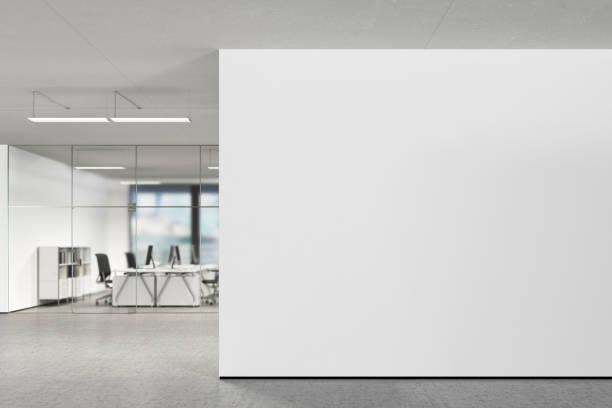 近代的なオフィスに空白の壁 - オフィス ストックフォトと画像
