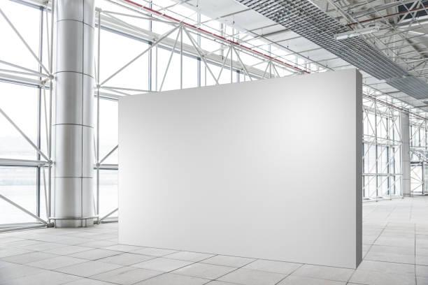 leere wand-mock-up in modernen leere galerie - große leinwand stock-fotos und bilder
