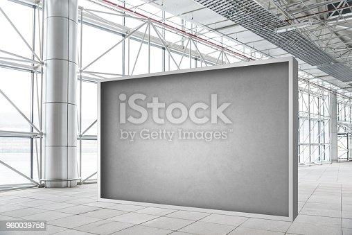 istock Blank wall mockup in modern empty gallery 960039758