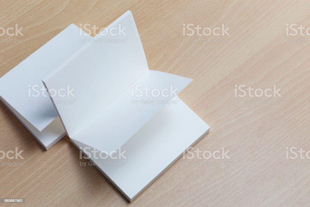 Leere Weiße Visitenkarten Auf Holz Hintergrund Für Das