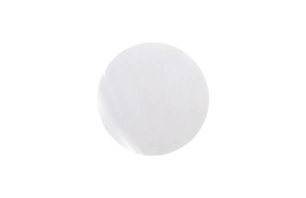 blank weißer kreispapieraufkleber auf weißem hintergrund mit clipping-pfad isoliert - aufkleber stock-fotos und bilder