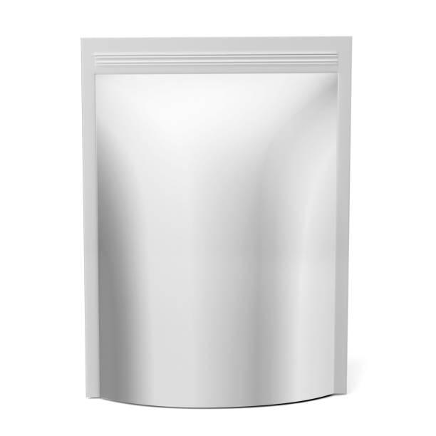 leere weiße folie oder papier essen stand-up pouch-snack-beutel verpackung tasche. 3d render illustration isoliert auf weißem hintergrund. mock-up, mock-up 3d vorlage bereit für ihr design - aluminiumkiste stock-fotos und bilder