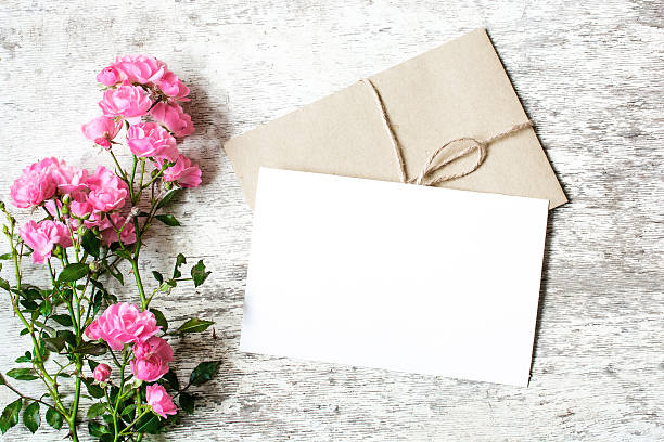 blank white greeting card and envelope with pink rose flowers - geburtstagsgratulation stock-fotos und bilder