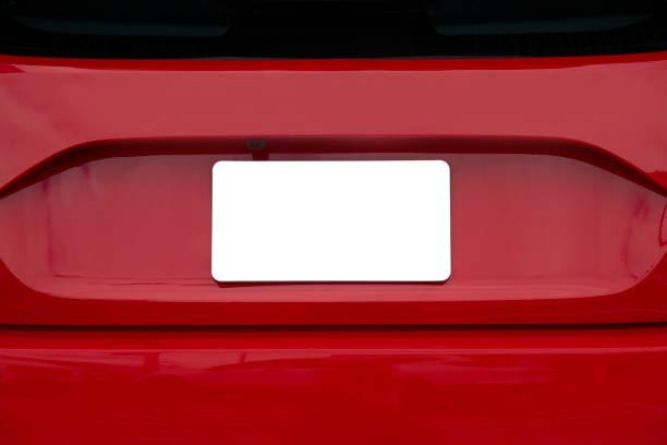 Blanke weiße Lizenzplatte auf dem Rücken des roten Autos – Foto