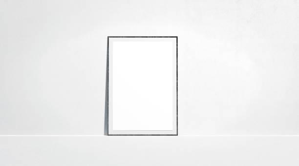 leeres weißes papier plakat mock-up stand auf der wand der galerie - filmplakate stock-fotos und bilder