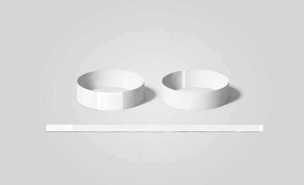 leeres weißes papier armbänder mock ups, vorder- und rückseite - a zone armband stock-fotos und bilder
