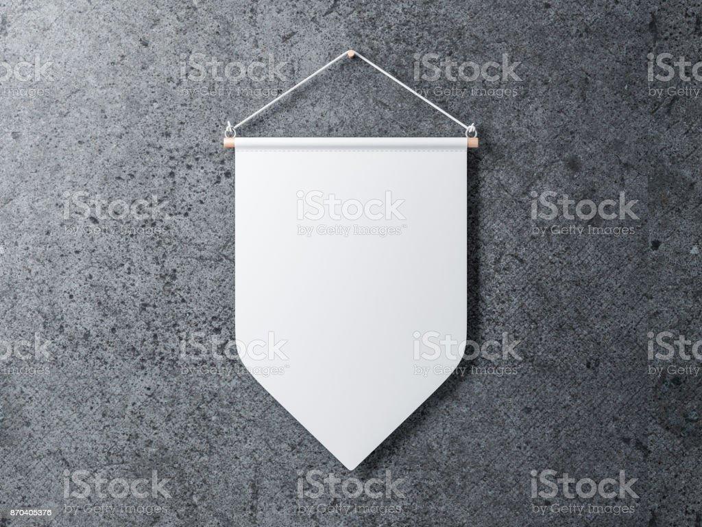 Banderín blanco en blanco colgado de una pared de hormigón - foto de stock