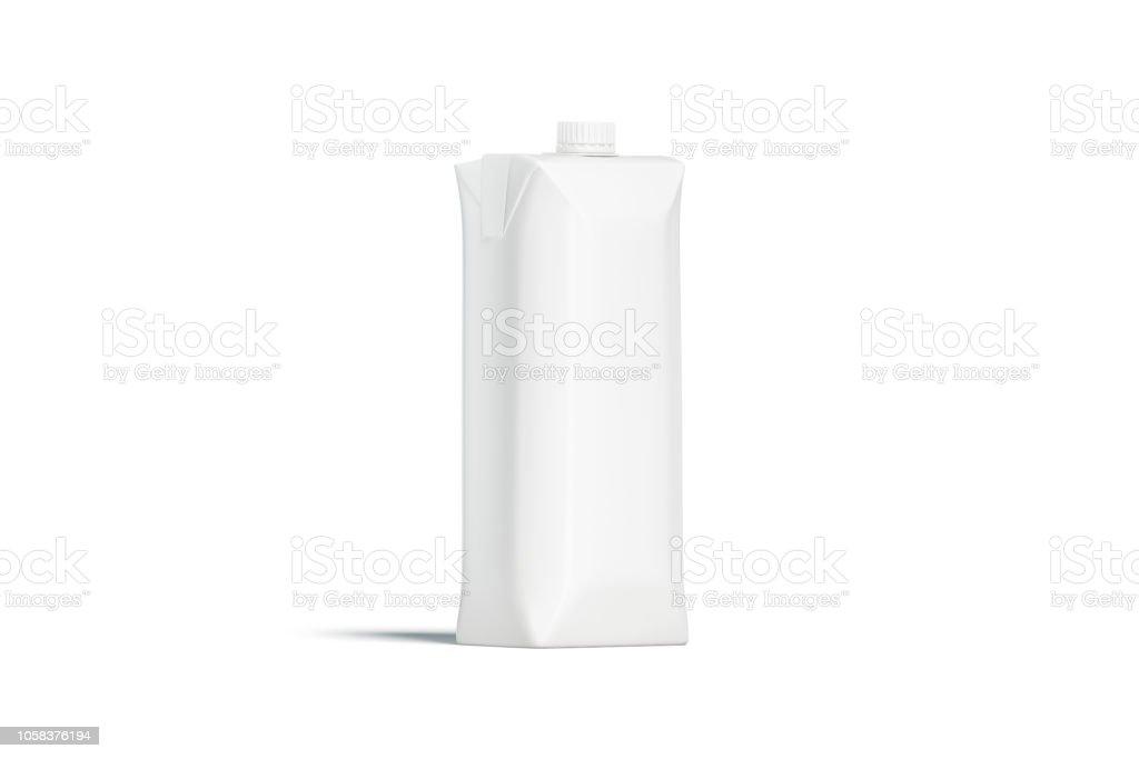 Pacote de suco em branco prisma branco com maquete de tampa, isolado - foto de acervo