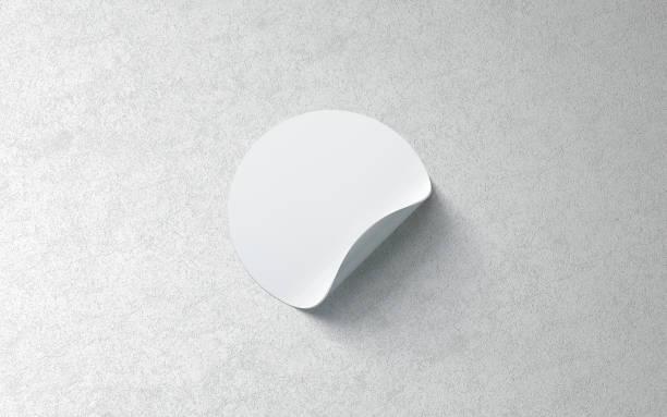 leere weiße runde aufkleber mock-up auf strukturierten hintergrund - aufkleber stock-fotos und bilder