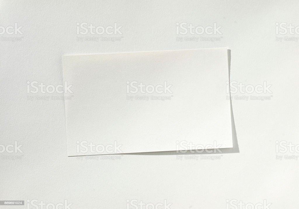 Leeres weißes Blatt Papier auf Papier – Foto