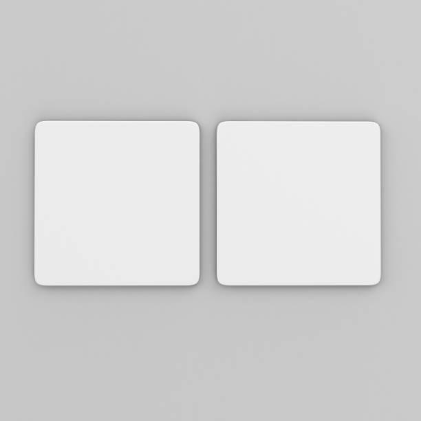 blank weißes quadrat untersetzer mit abgerundeten ecken auf isolierte hintergrund, 3d illustration bereit für ihre design-präsentation und mock-up. - untersetzer stock-fotos und bilder