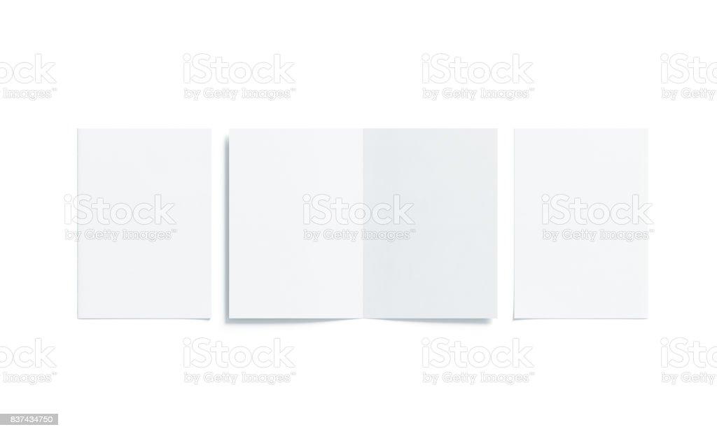 Blanco blanco dos mock de folleto a5 doblado para arriba, abierto cerrado foto de stock libre de derechos