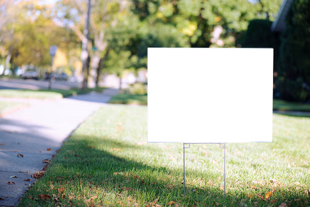 blank yard sign with copy space during fall - i̇şaret stok fotoğraflar ve resimler