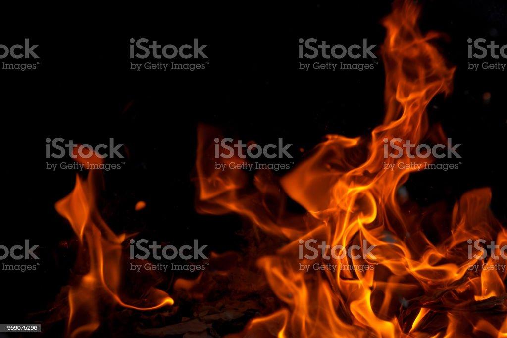 Blaze Feuer Flamme - brennendes Feuer auf schwarzem Hintergrund – Foto