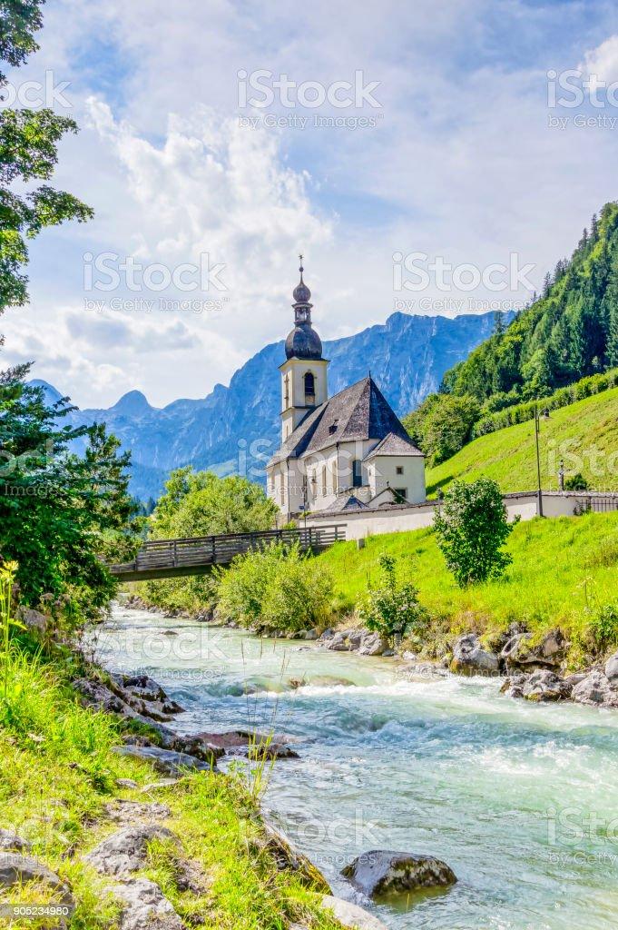 Blick auf die Pfarrkirche St. Sebastian Ramsau, Sommer stock photo