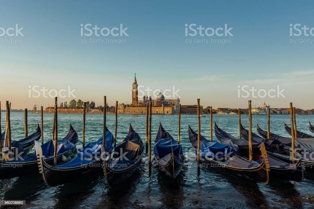 Blick Über Gondeln bin Markusplatz in Venedig – Foto