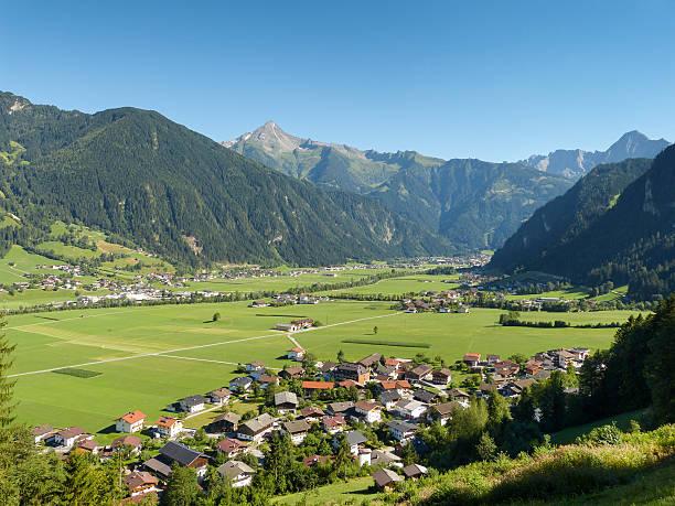 Blick ins Zillertal und auf Mayrhofen – Foto