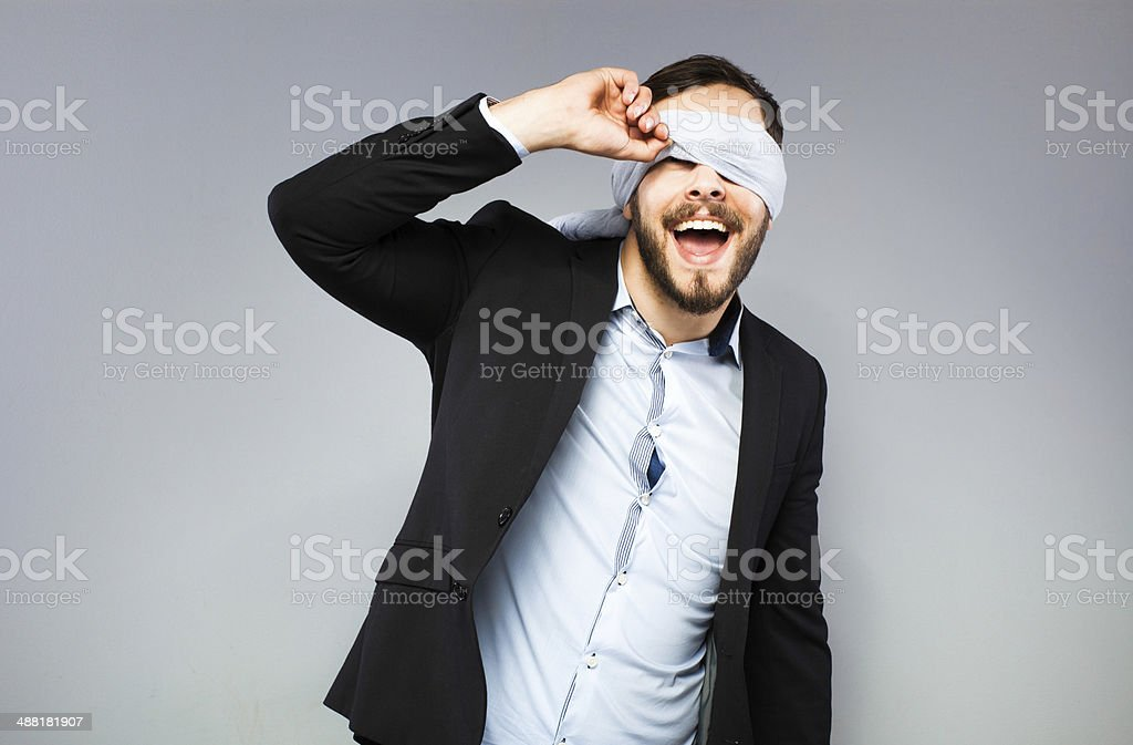 Blindfolded elegante hombre foto de stock libre de derechos