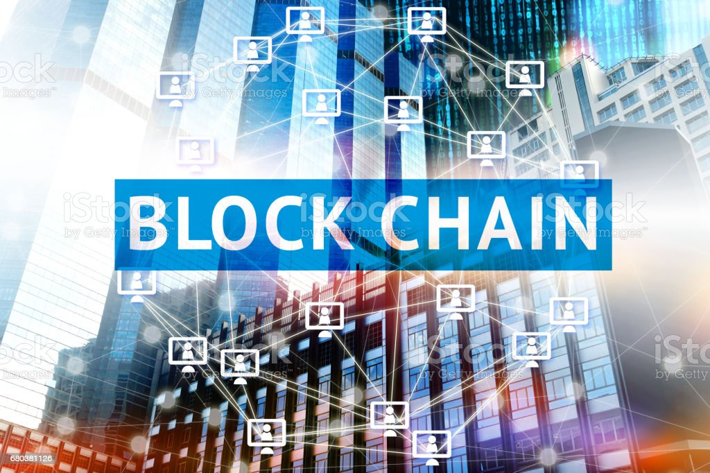 Bloquear el concepto de red de la cadena, distribuido contabilidad tecnología, bloque cadena texto y conexión de equipo de red con edificio y binario codificado fondo - foto de stock