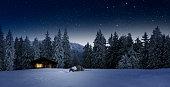 Gemütliche Holzhütte an Weihnachten