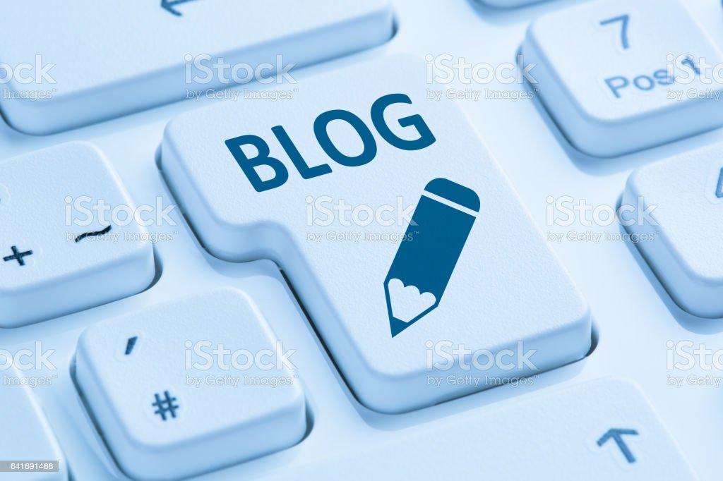 Blog d'écriture en ligne sur le clavier d'ordinateur bleu internet - Photo