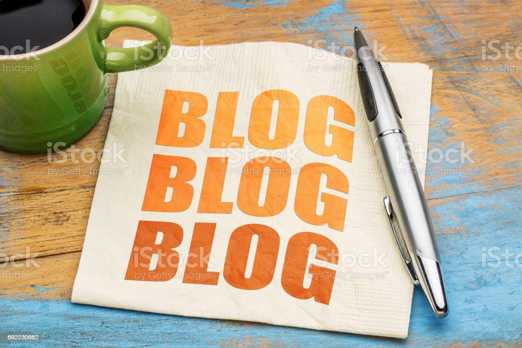 concepto de blogs sobre una servilleta - foto de stock