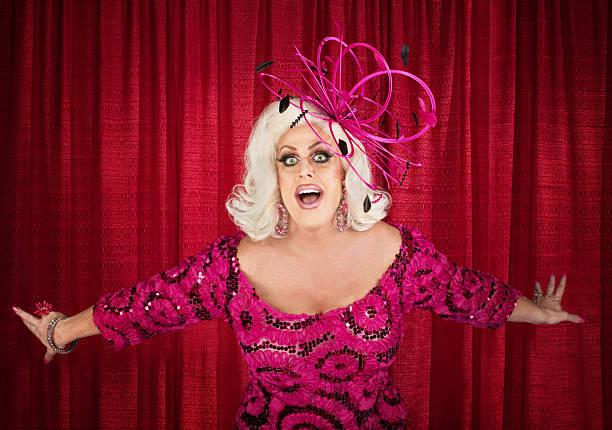 blond drag queen singing - drag queen stockfoto's en -beelden
