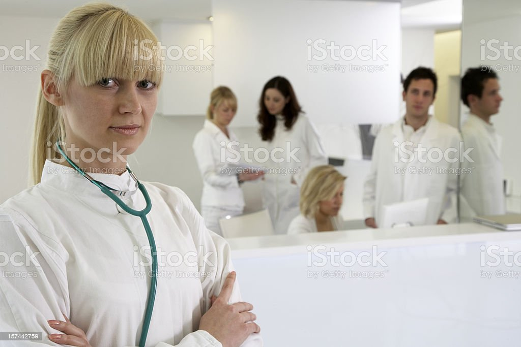 Blondes Ärztin Porträt – Foto