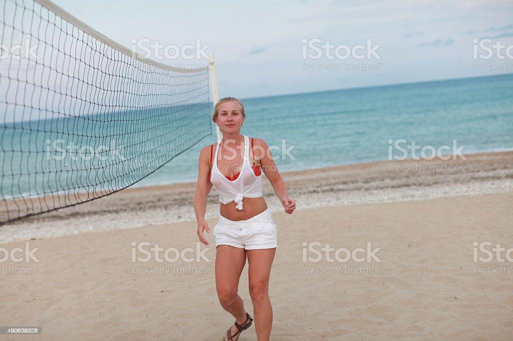 Удовольствия на пляже, титьки мускулистой девушки