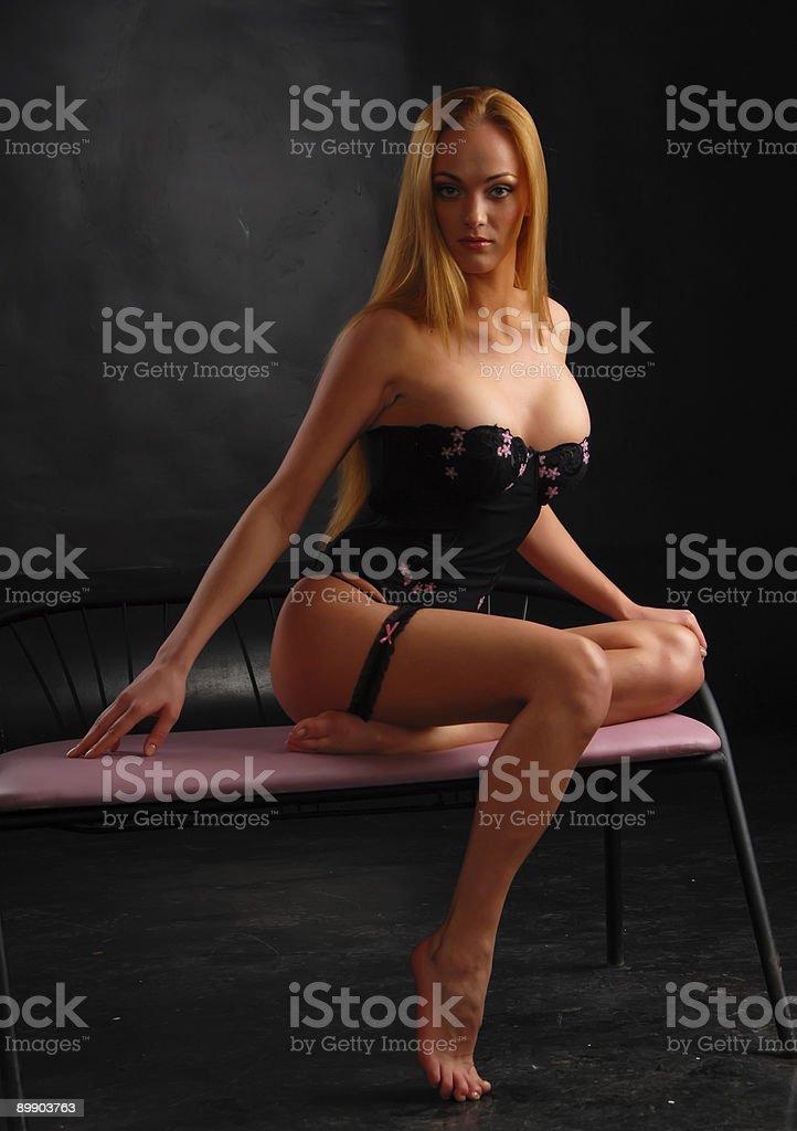 Блондинка девочка носить бюстье Стоковые фото Стоковая фотография