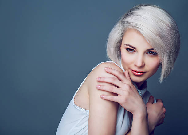 blond model with brown eyes – Foto