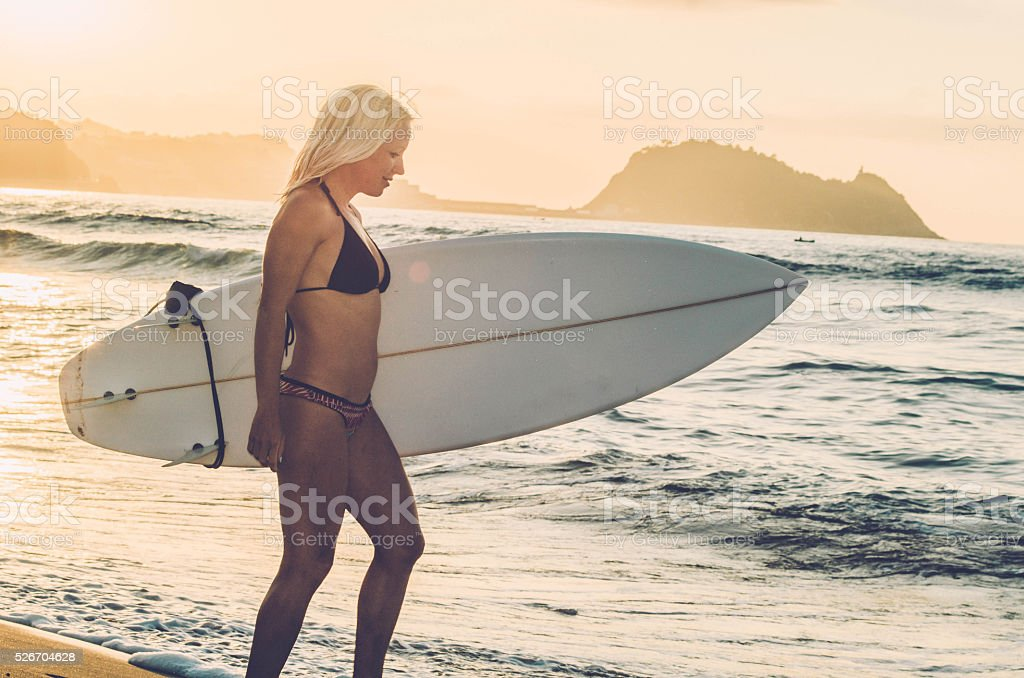 Modalsexe blonde surf girl size evening wear