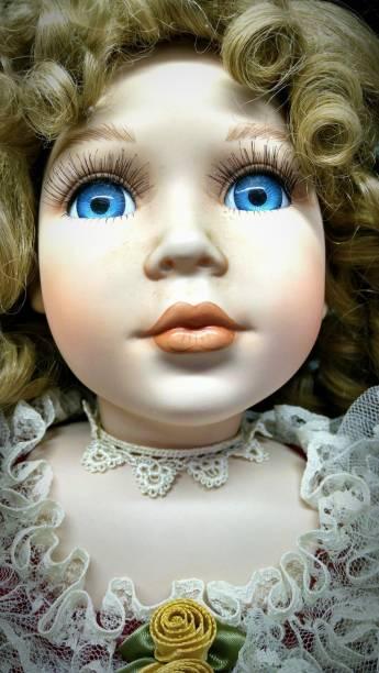 muñeca rubia - muñeca bisque fotografías e imágenes de stock