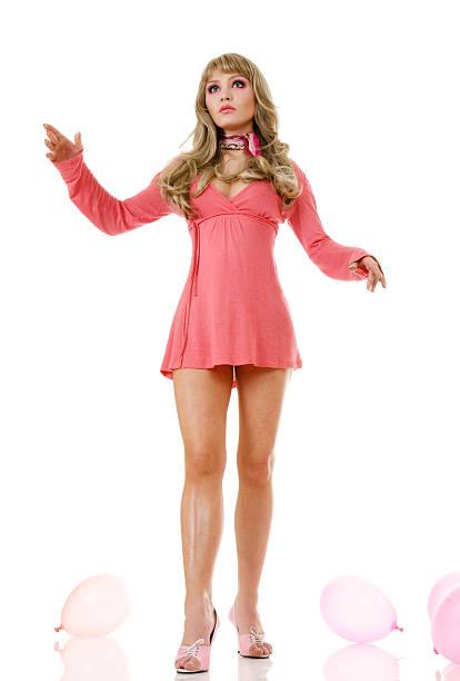 blonde puppe frau - barbiekleidung stock-fotos und bilder