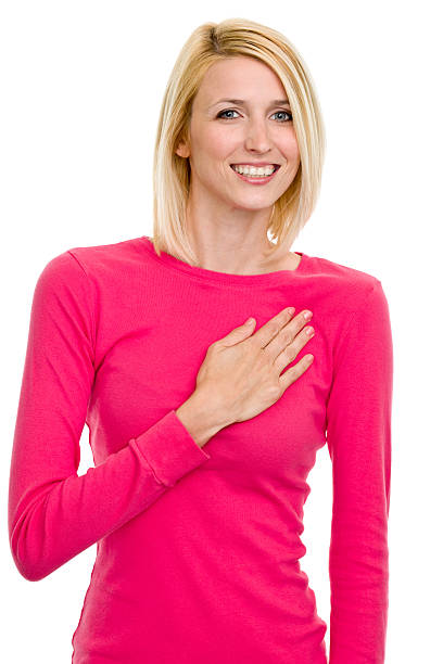 retrato feminino - mão no peito imagens e fotografias de stock