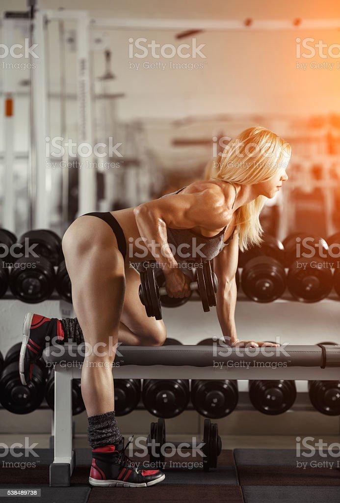 Chica rubia gimnasio - foto de stock