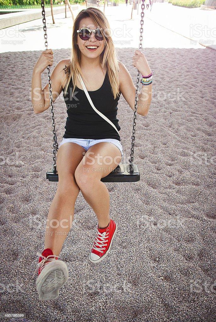 Blonde Mädchen Spaß auf Wippe. – Foto