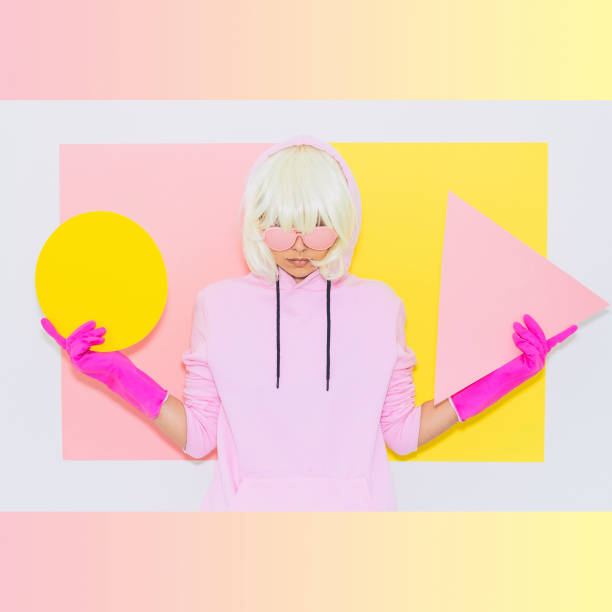 blonde mädchen in rosa modeaccessoire - neon partylebensmittel stock-fotos und bilder