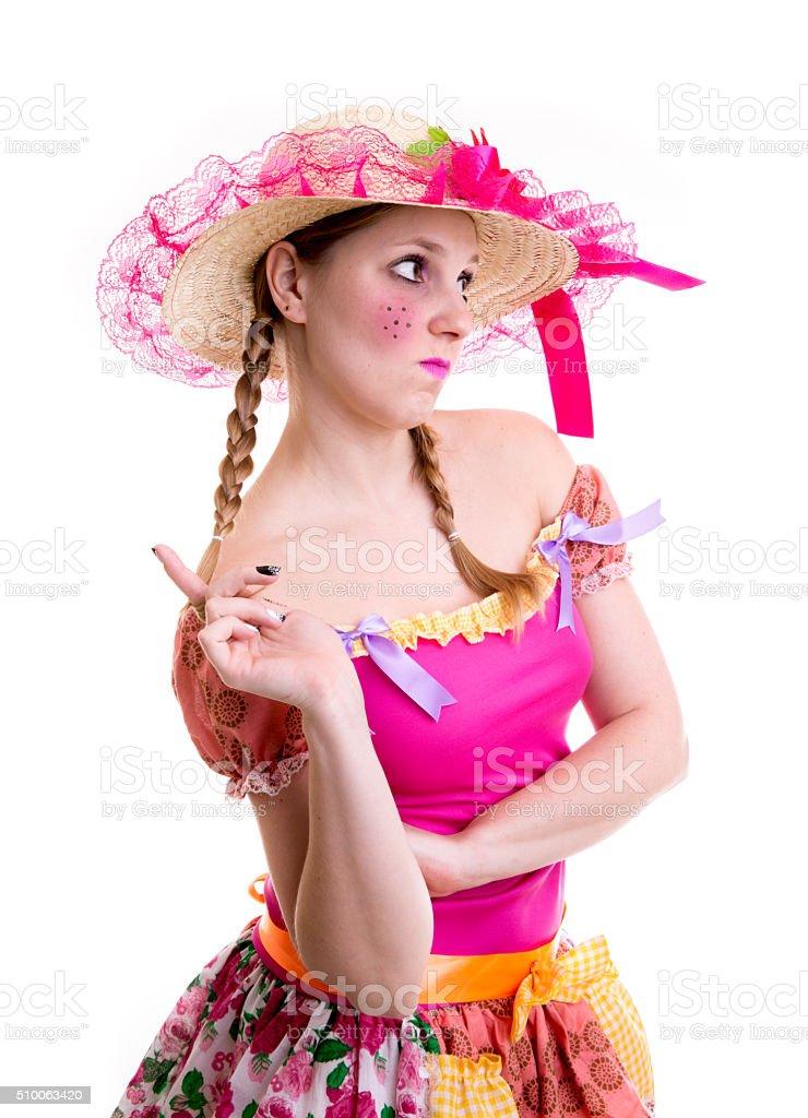 Menina loira vestindo