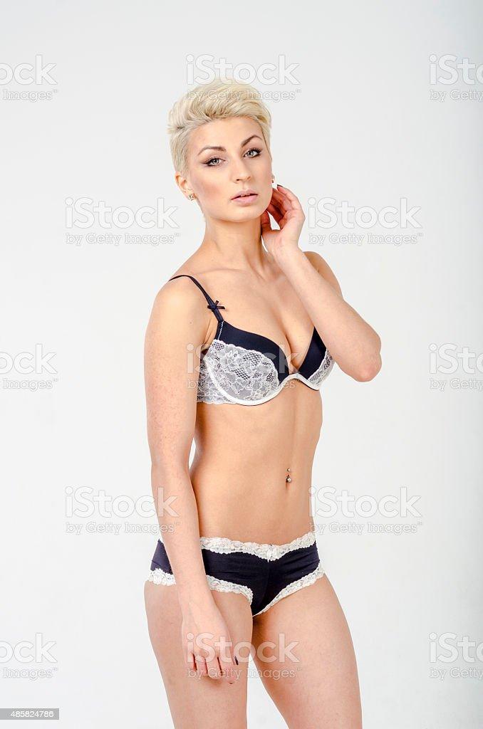 video-devushki-v-krasivom-bele-foto-zhenshin-raznih-derevenskie-golie-porno