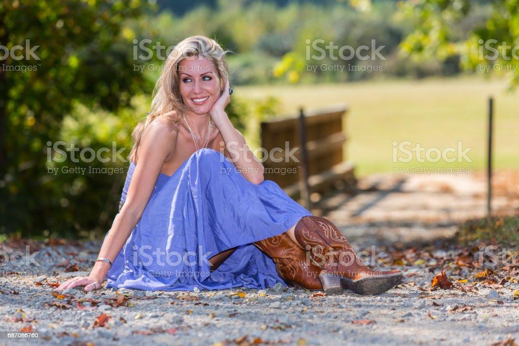 Blonde Model In A Rural Environment Lizenzfreies stock-foto