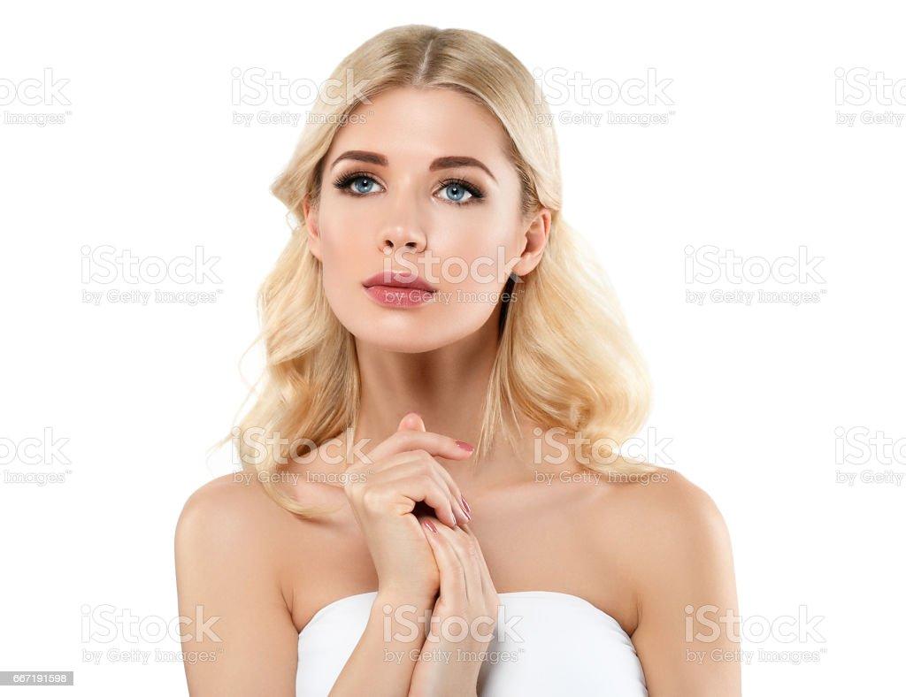 photo de beau portrait de femme blonde concept cosmétique fille