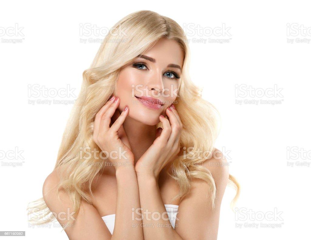 beau portrait de femme blonde concept cosmétique fille blonde