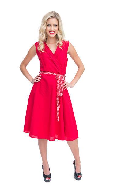 blonde frau mit roten kleid - wickelkleid lang stock-fotos und bilder