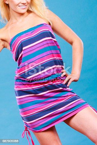 408dbf6a3cb4 Blonde Woman Wearing Short Colorful Striped Dress - Fotografie stock e  altre immagini di Abbigliamento