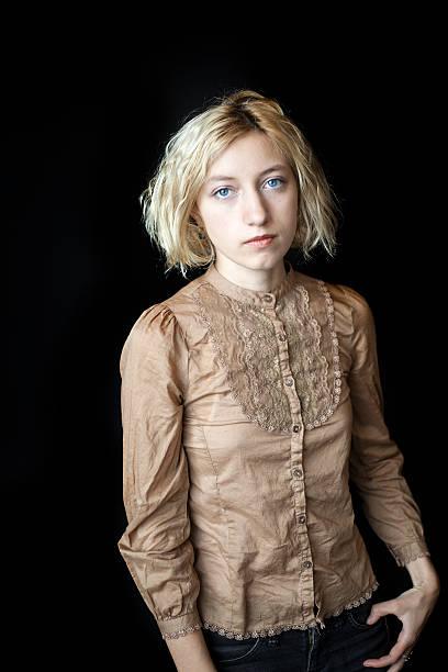 Blonde Junge Frau mit schönen blauen Augen – Foto