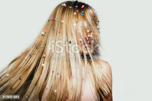 915661236 istock photo Blondes have more fun! 915661684