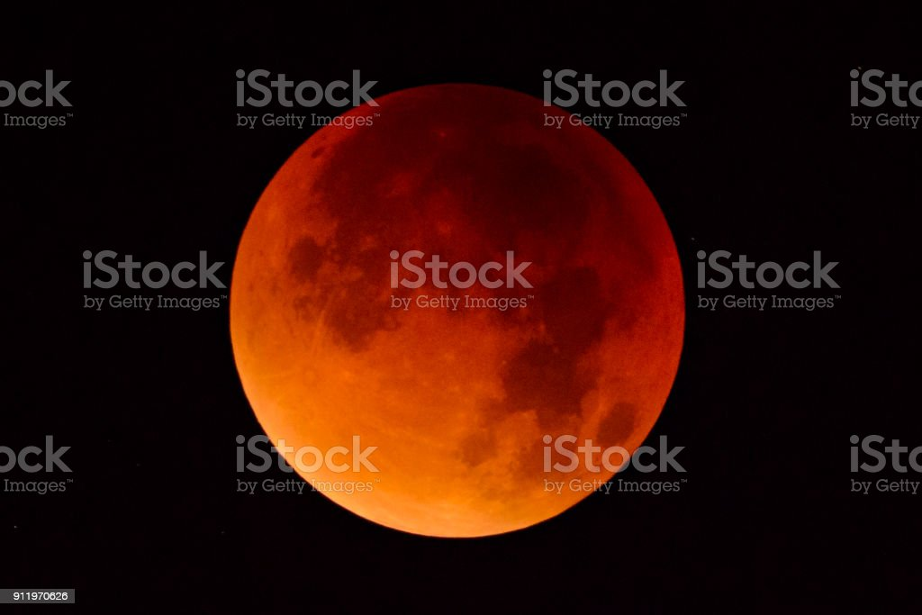 Blood moon - full Lunar Eclipse in the night sky - foto stock