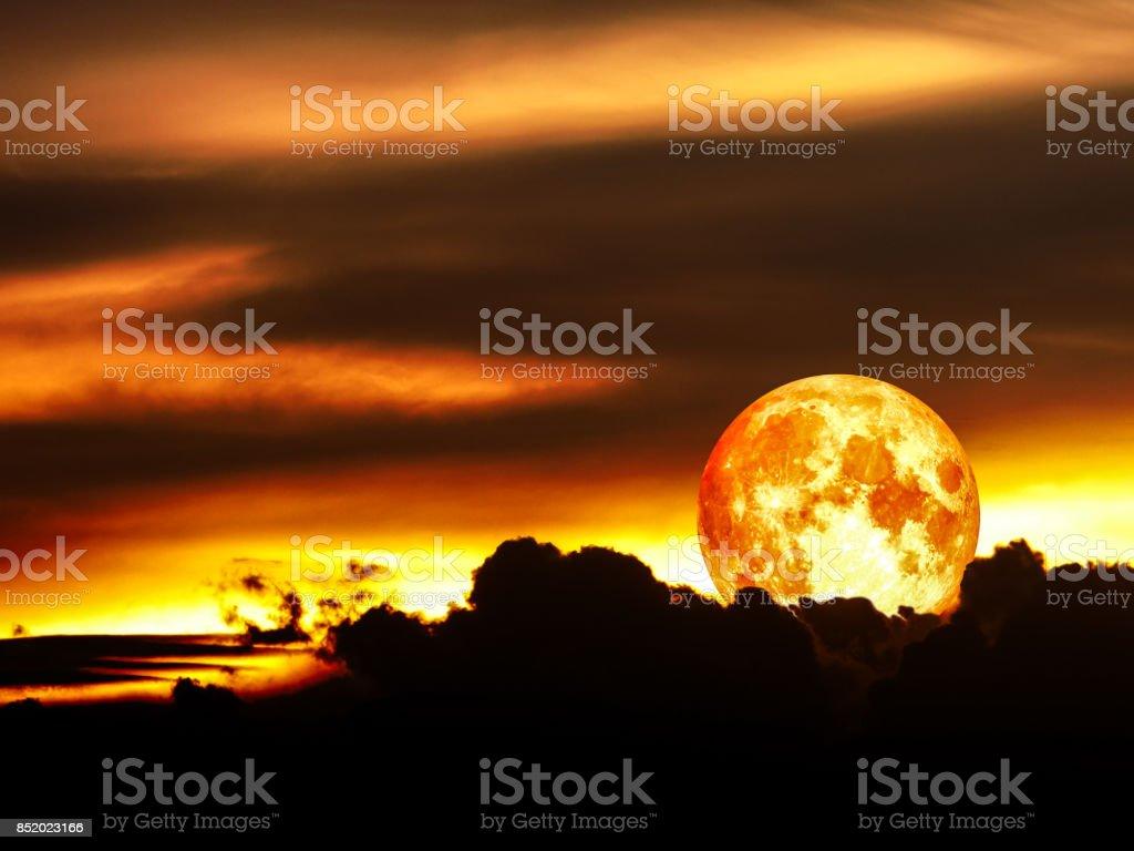 bloed maan Maansverduistering in de nachtelijke hemel foto